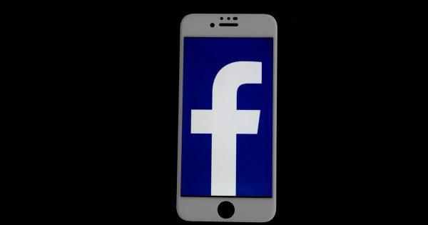 La app iOS de Facebook enciende la cámara de algunos usuarios sin permiso