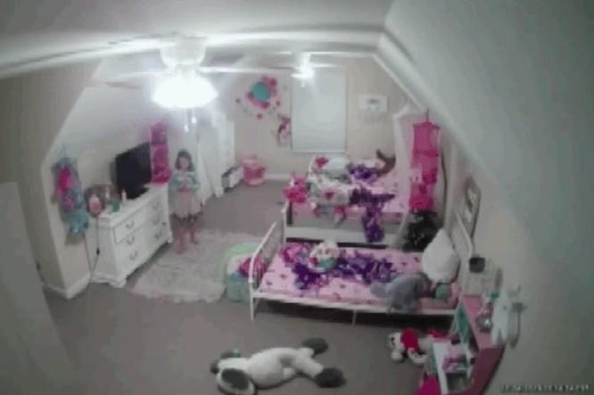 """""""Soy Santa Claus"""": un 'hacker' habló con una niña de 8 años a través de la cámara de seguridad de su habitación"""