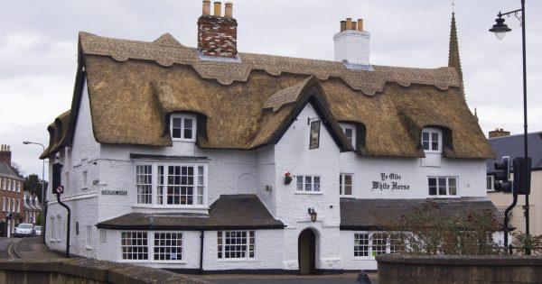este-condado-britanico-paga-36.000-euros-por-visitar-pubs-antiguos-durante-un-ano